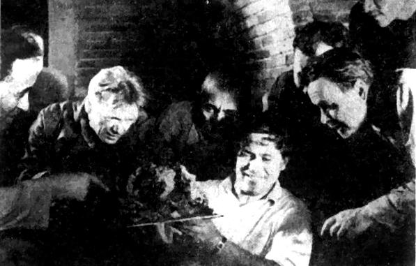 М.М. Герасимов, М.К. Каюмов и др. после вскрытия гробницы Тимура. 21 июня, 1941 г. Фото © Wikipedia