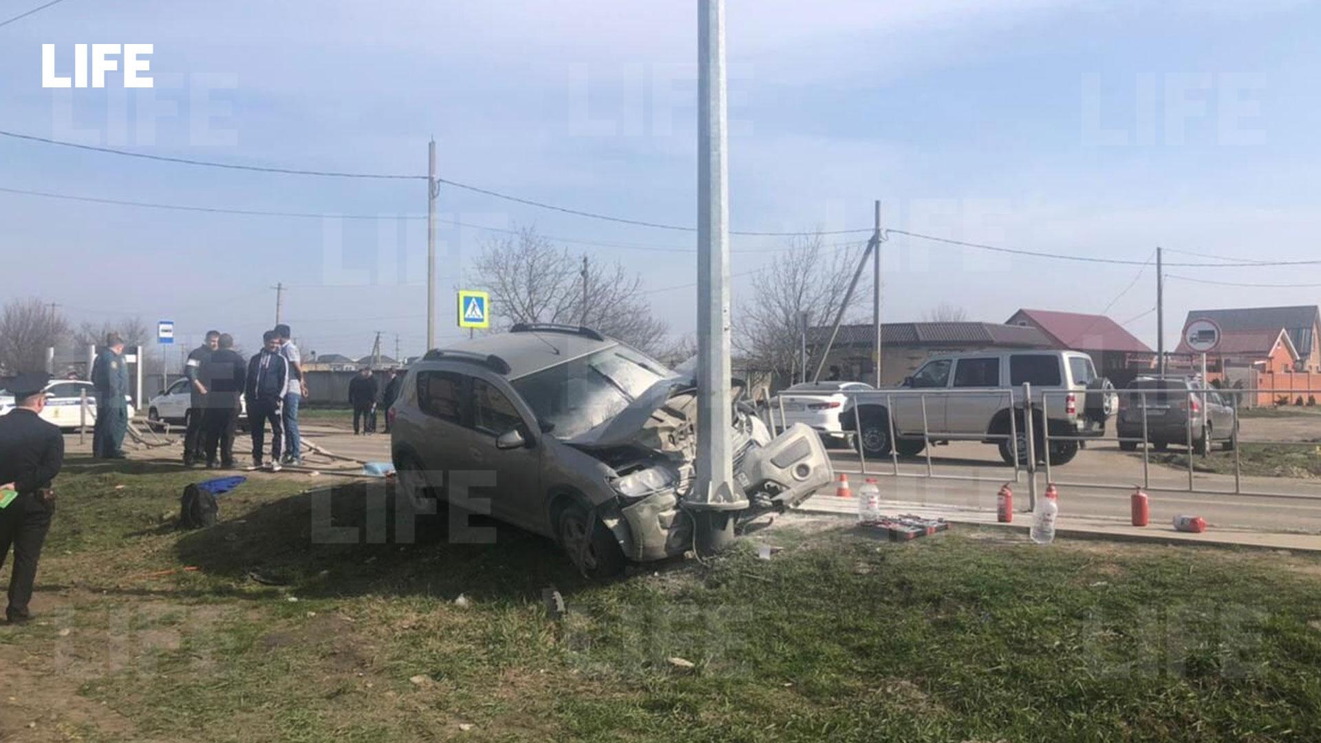 Разбитый автомобиль после ДТП. Фото © LIFE