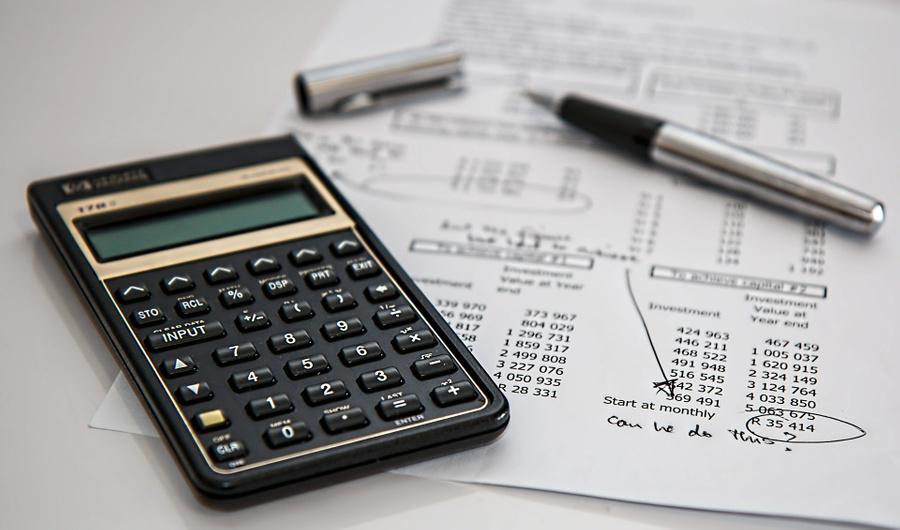 Как не потерять деньги: финансист назвал признаки инвесторов-мошенников