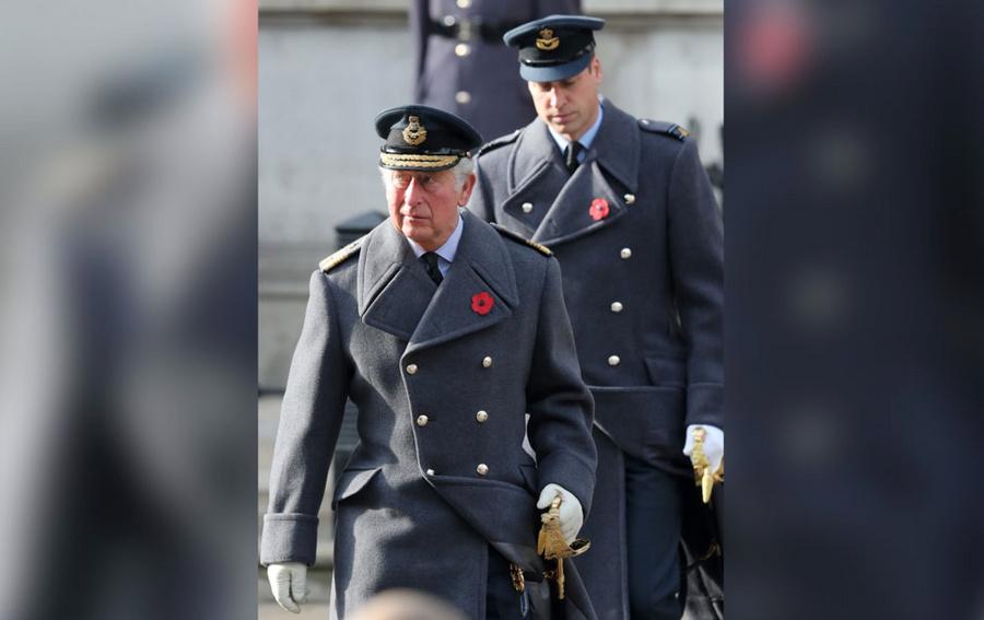 <p>Принц Чарльз (на переднем плане) с сыном Уильямом. Фото © ТАСС / Zuma</p>
