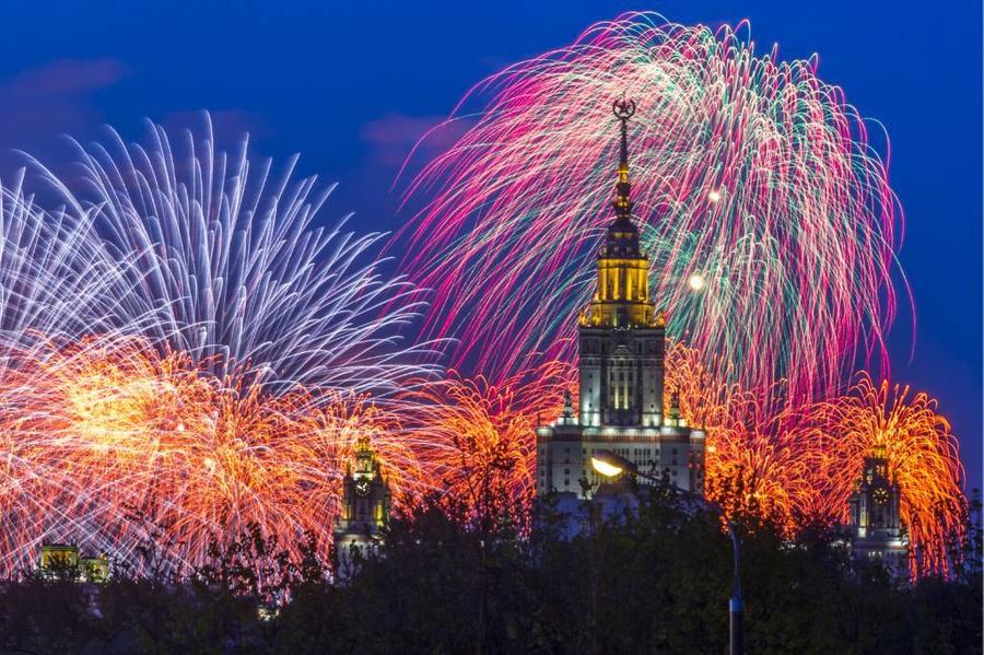 <p>Праздничный салют в Москве, посвящённый Дню Победы. Фото © ТАСС / Лысцева Марина</p>