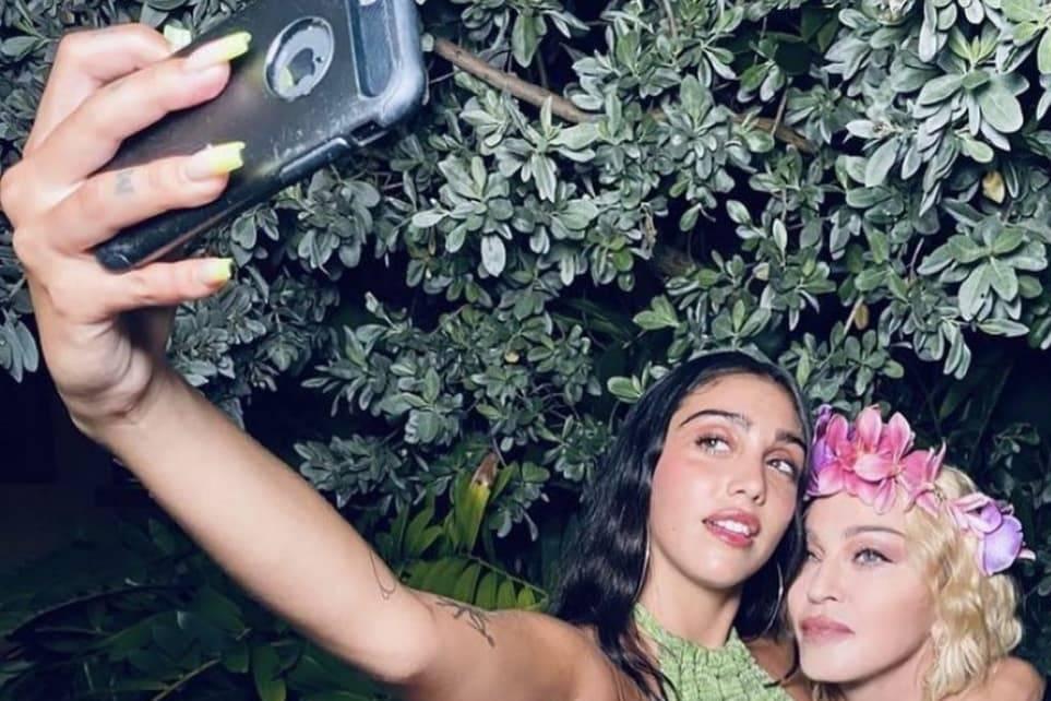 Мадонна поделилась фото с дочерью, чьи густые волосы на теле отпугнули даже самых преданных фанатов