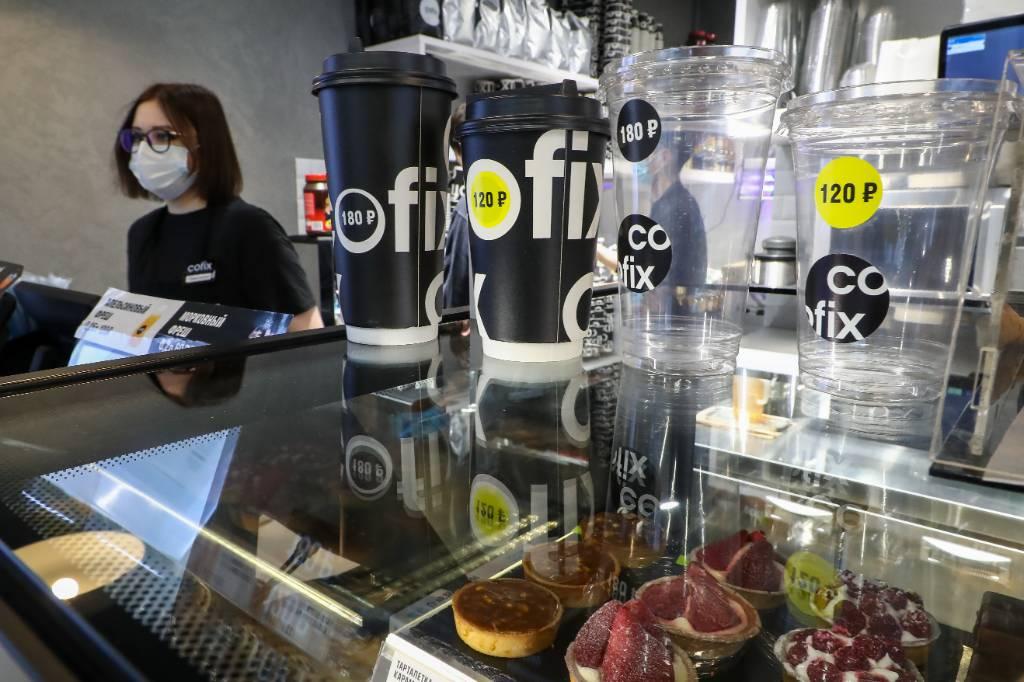 Москвичка купила в кофейне Cofix бутылку воды, выпила и попала в больницу: внутри оказался антисептик