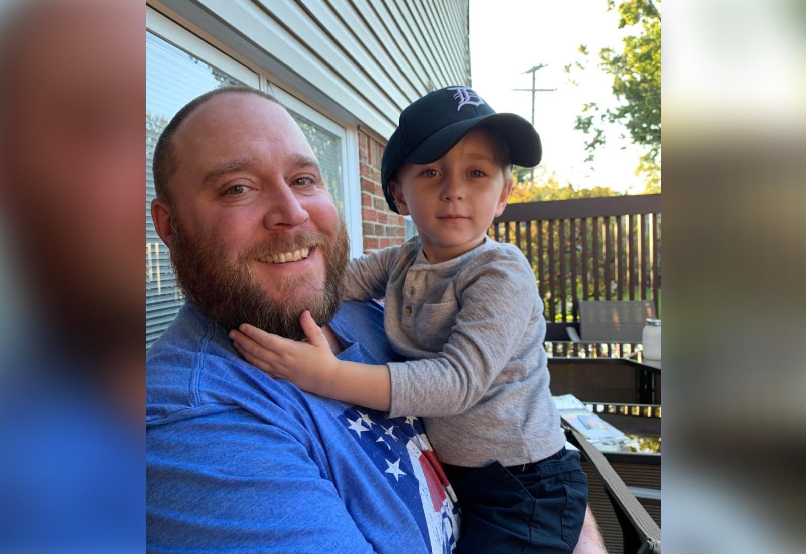 Герой материала вместе со своим племянником. Фото © Reddit / Rjm1230