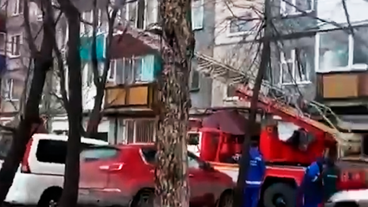 На Камчатке омоновцам пришлось вызволять проститутку из квартиры её клиента — видео