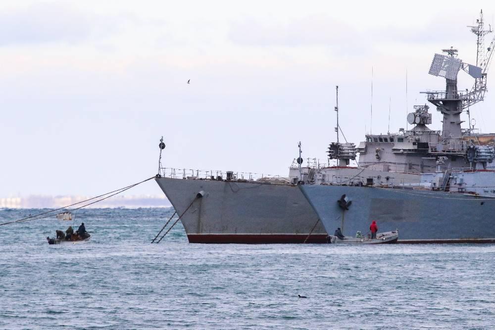 Украина заявила о попытках ФСБ помешать кораблям в Азовском море