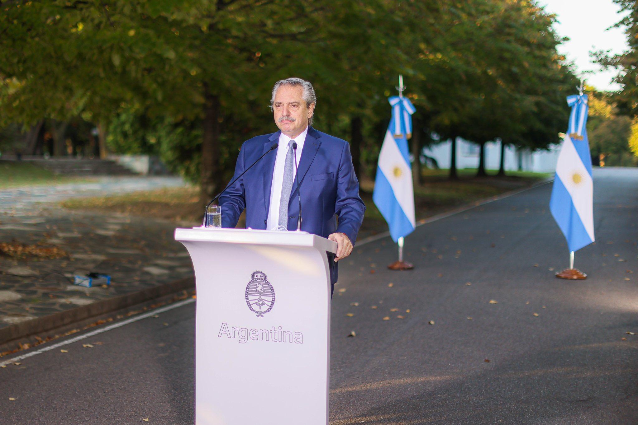 Легко переболевший ковидом президент Аргентины объяснил это
