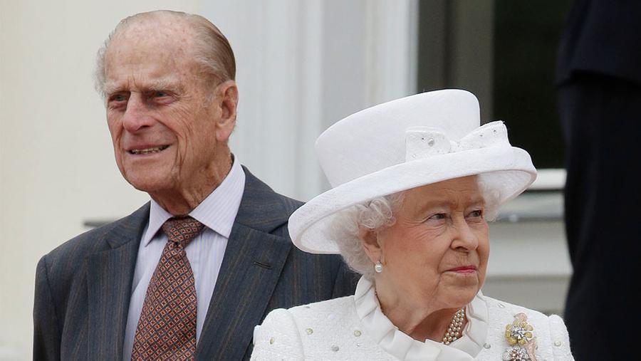 <p>Принц Филипп и Елизавета II. Фото © ТАСС / AP / Michael Sohn</p>