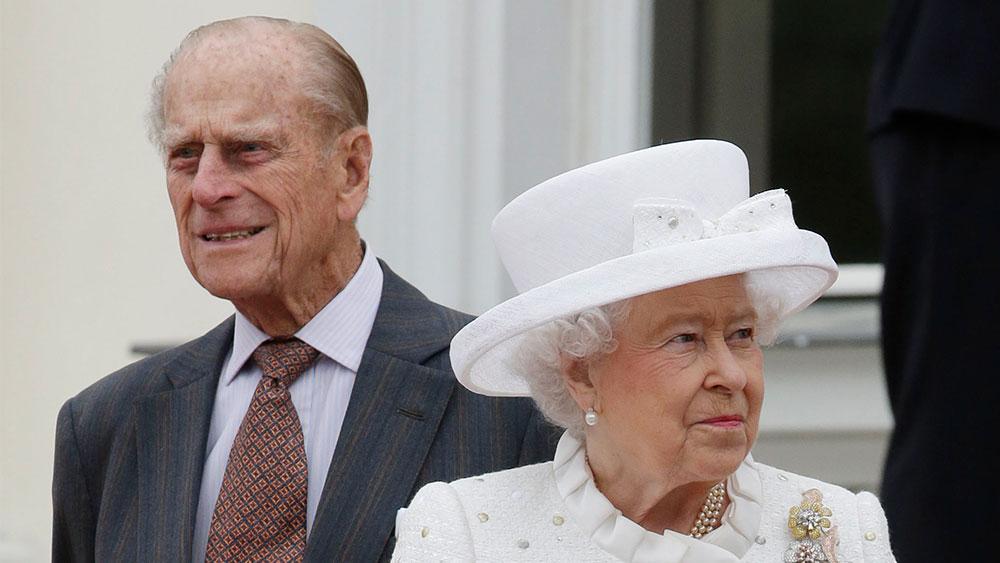 Букингемский дворец показал ранее не опубликованное фото принца Филиппа с правнуками