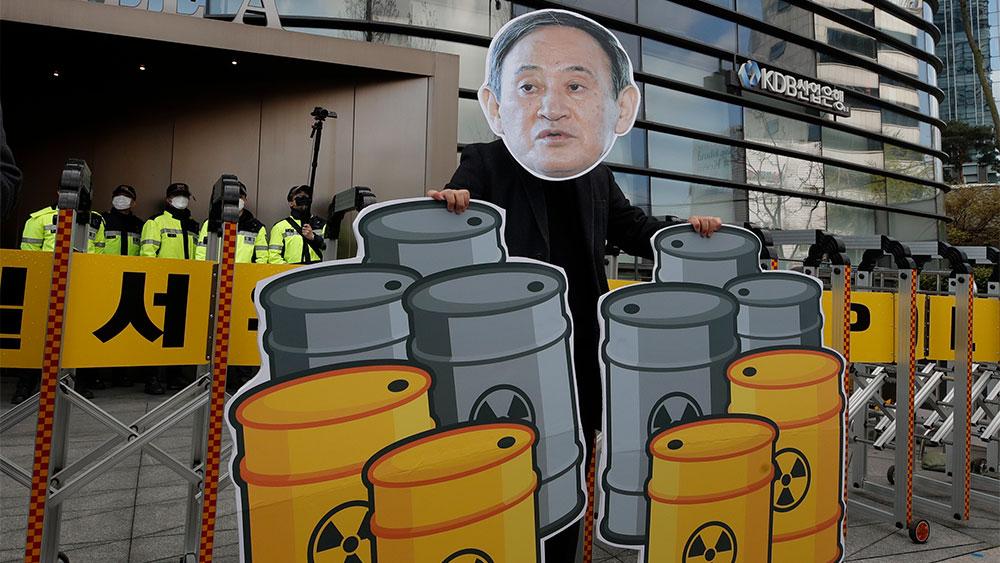 """Китай предложил японским политикам выпить воду с """"Фукусимы"""", чтобы доказать её безопасность"""