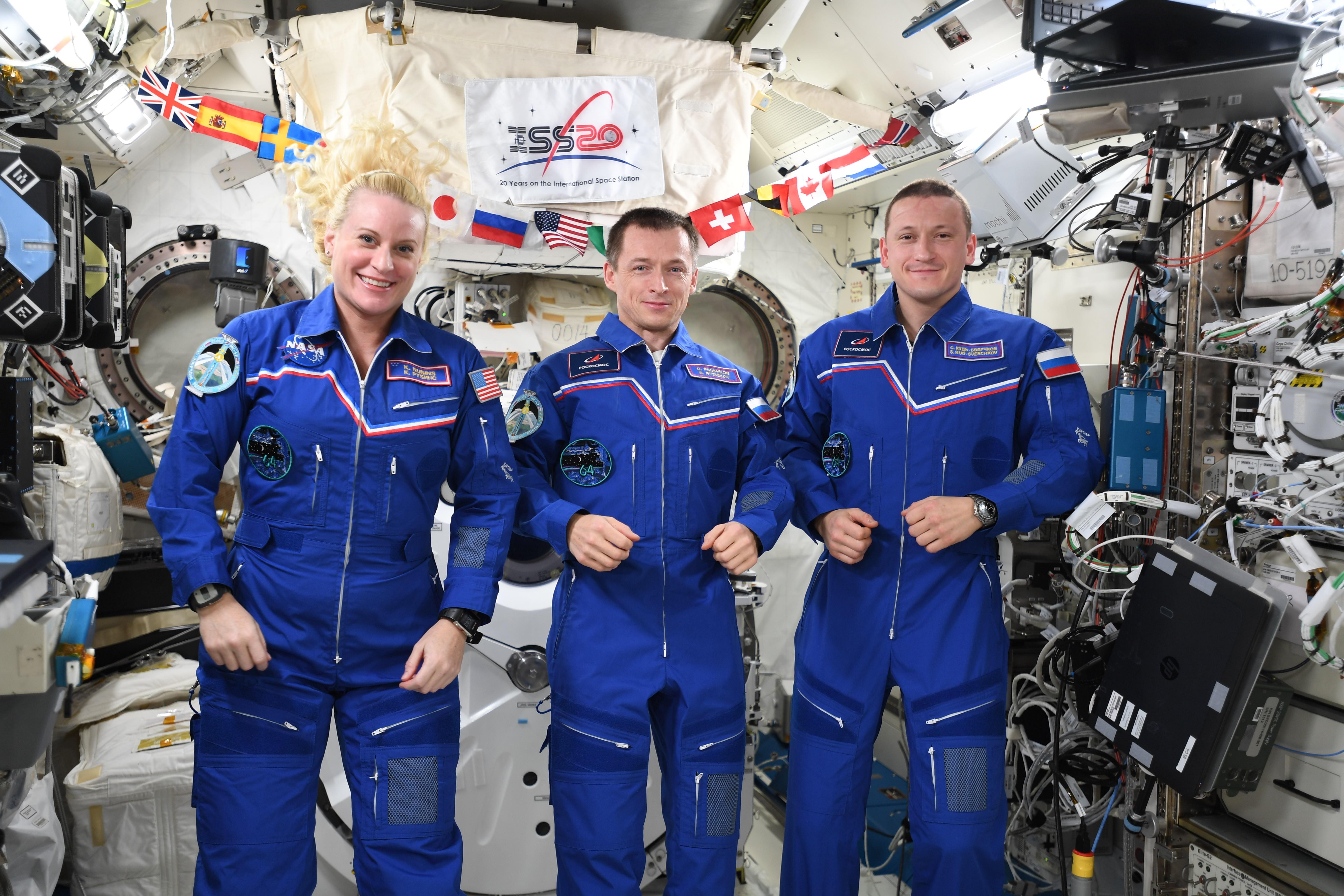 Россияне передали командование МКС американцам