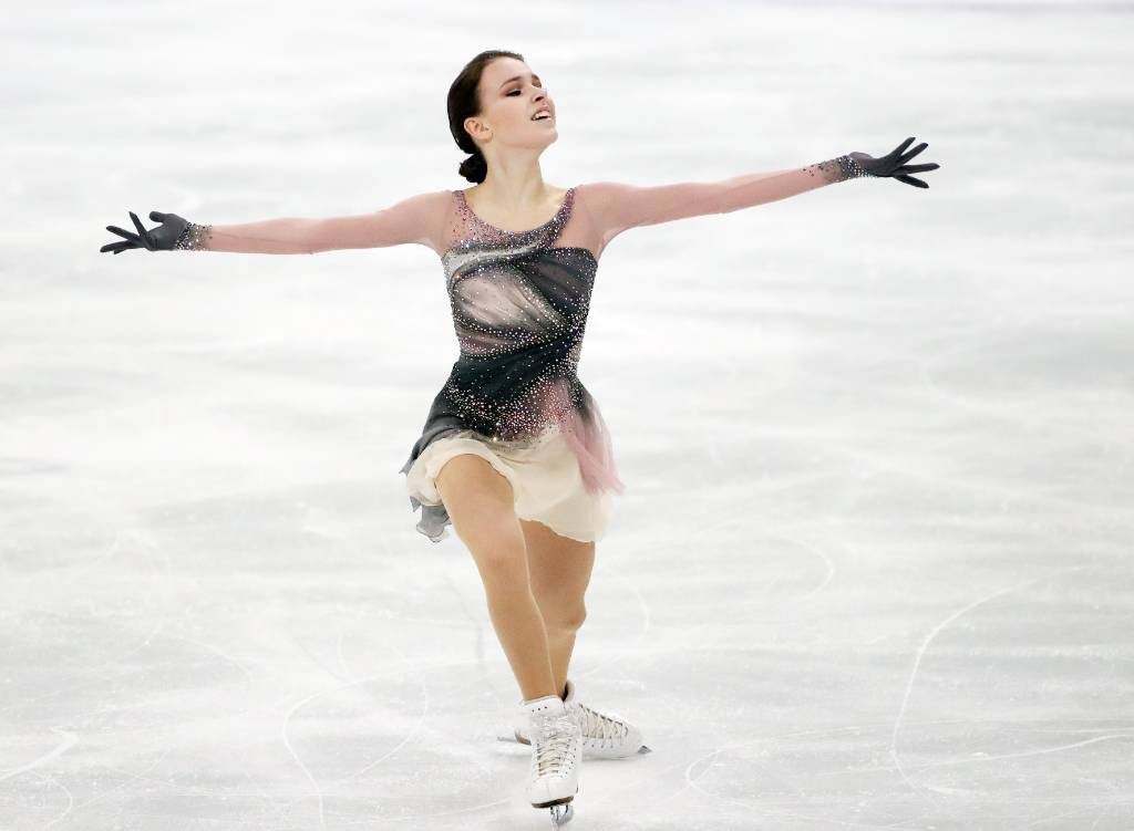 Щербакова выиграла короткую программу на командном ЧМ, установив личный рекорд