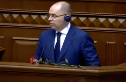 Главе Минздрава Украины вручили похоронные цветы от родственников умершего от ковида  видео