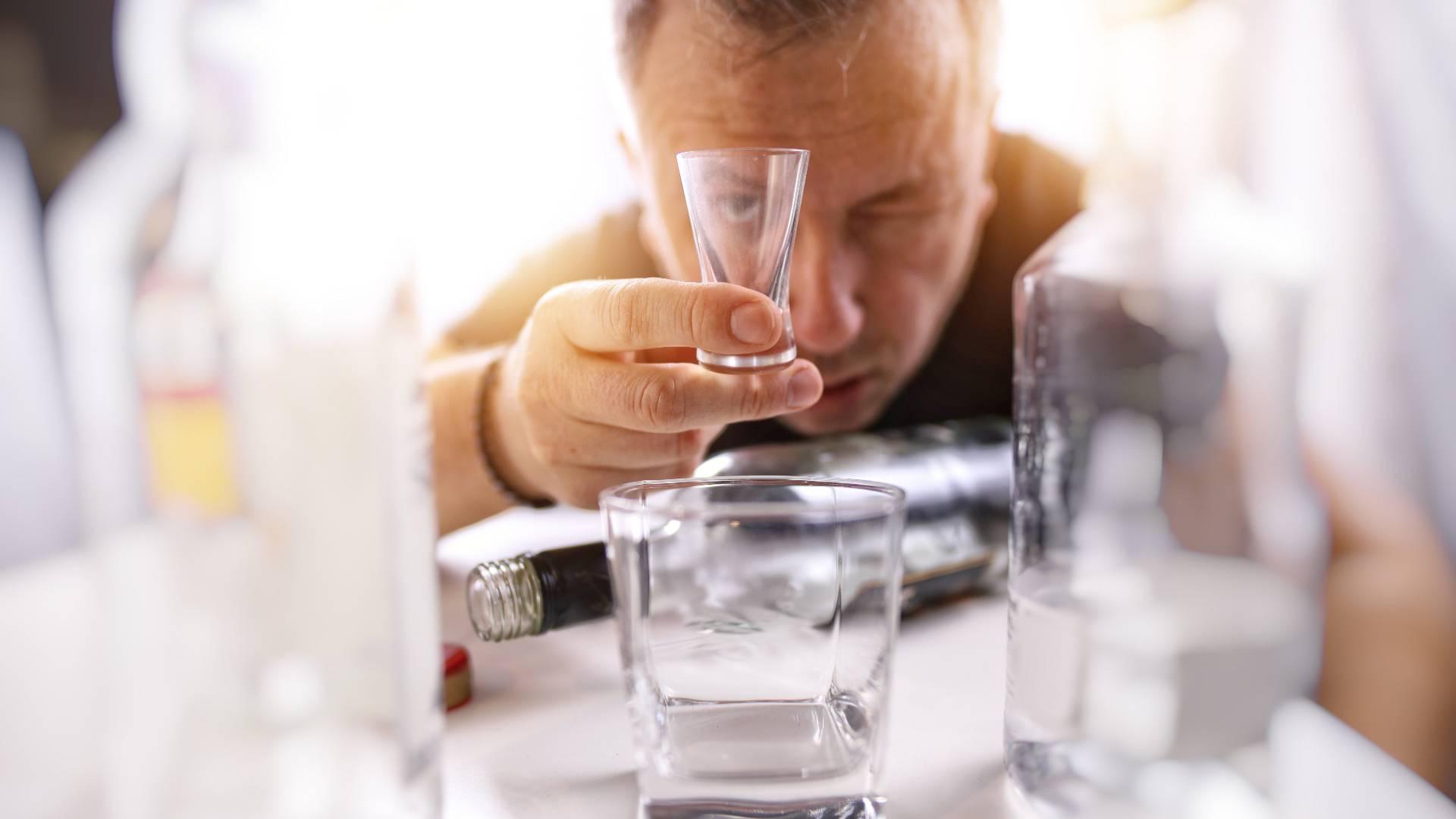 С похмелья изобрели: Токсикологи  о новой водке, от которой якобы не болит голова