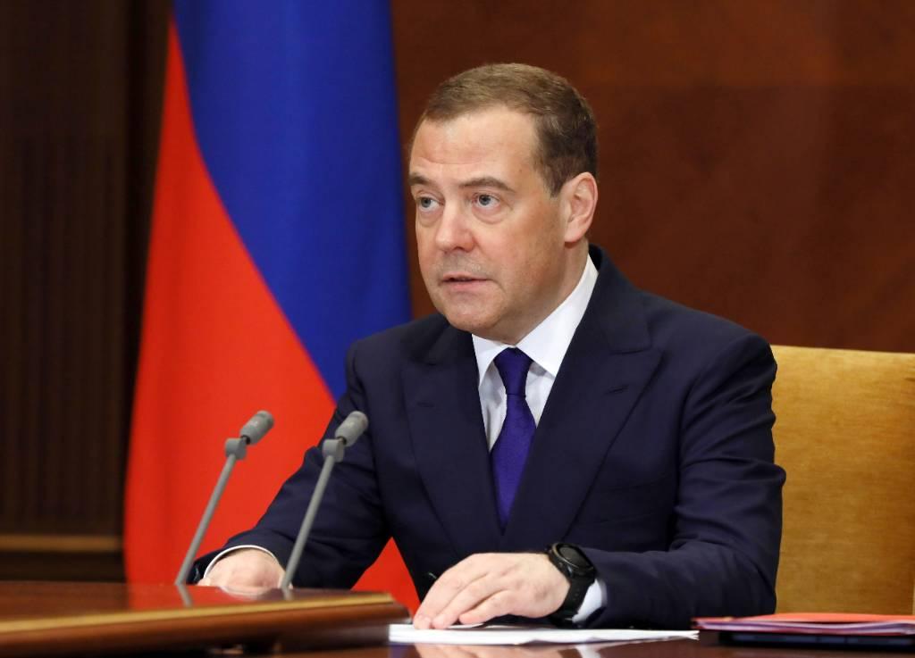 Почувствуйте разницу: Медведев напомнил о средней зарплате россиян в 2000 году