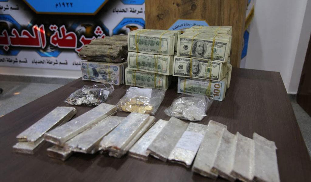 В Ираке обнаружили тайник террористов с золотом, серебром и $1,6 млн долларов