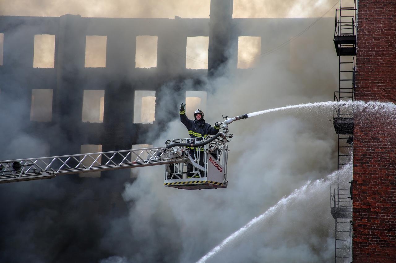 Спустя четыре дня полностью ликвидирован пожар на Невской мануфактуре