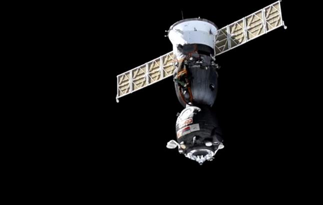 Трое членов экипажа МКС отправились к Земле на Союзе