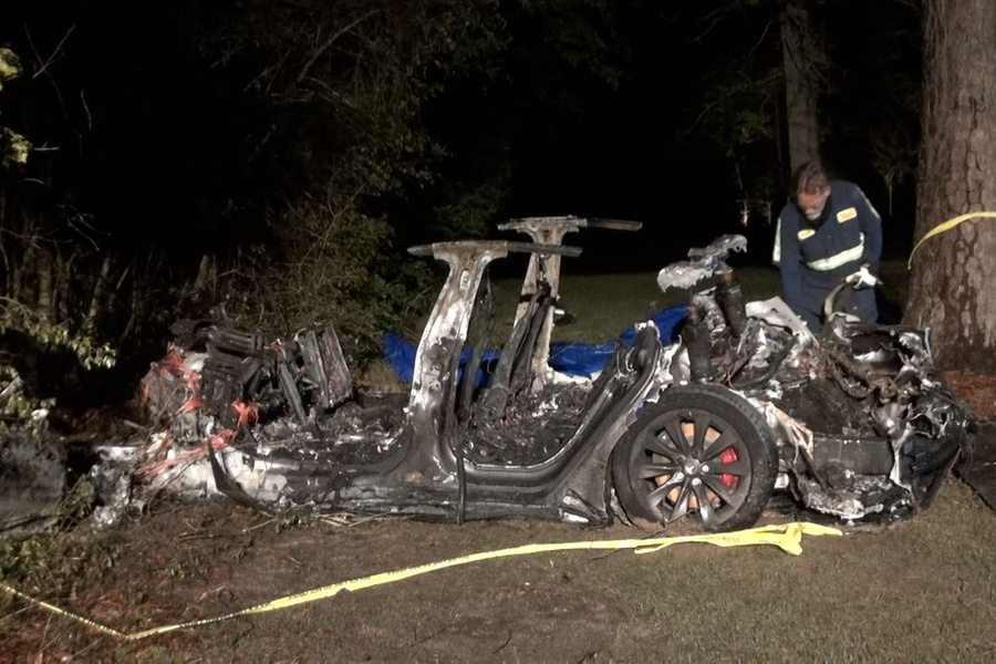 """<p>Фото © <a href=""""https://www.wsj.com/articles/fatal-tesla-crash-in-texas-believed-to-be-driverless-11618766363?mod=searchresults_pos1&page=1"""" target=""""_blank"""" rel=""""noopener noreferrer"""">wsj.com</a></p>"""