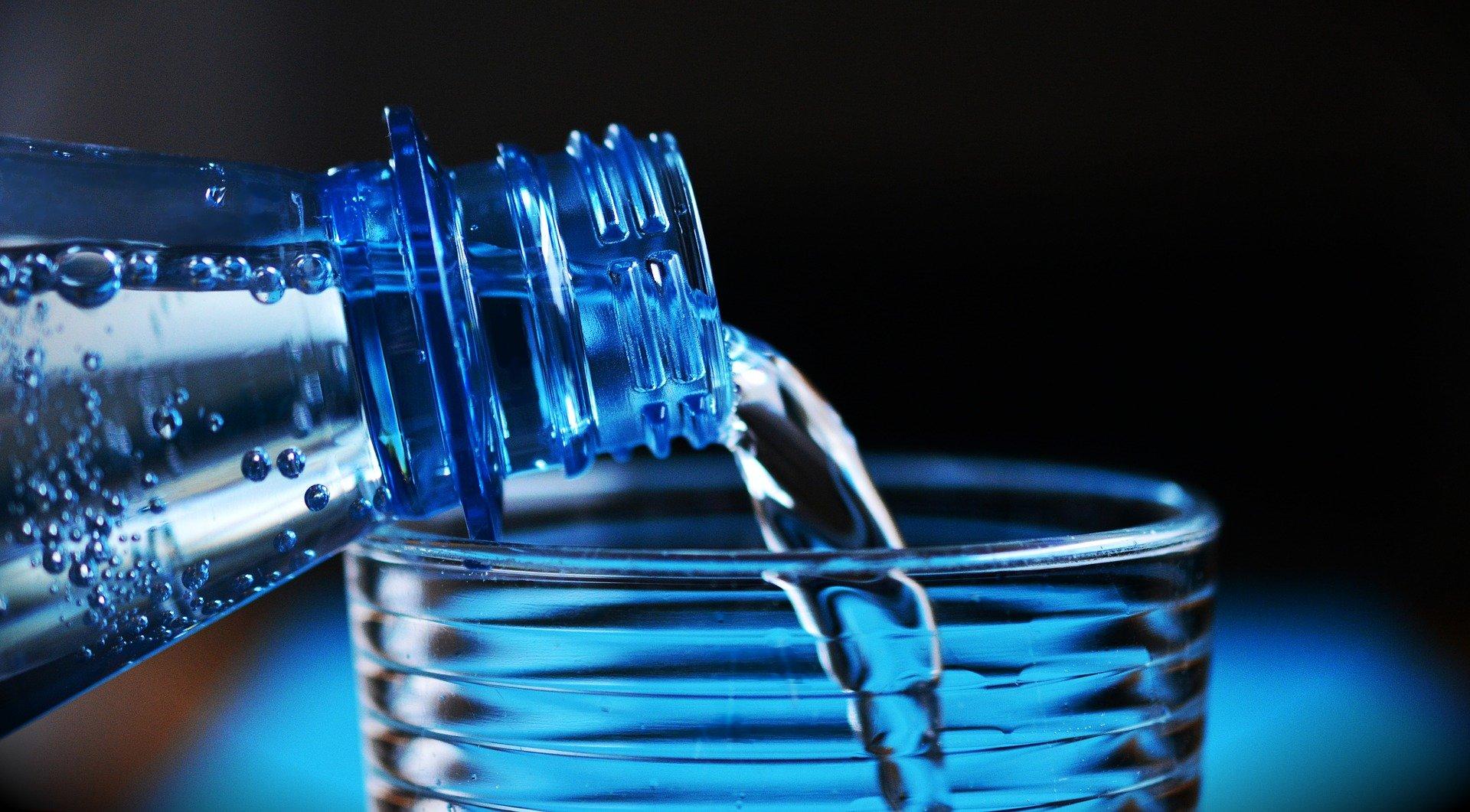"""""""Ощущение, что пьёшь из ржавого крана"""": Японец попробовал российскую минеральную воду и удивился её вкусу"""