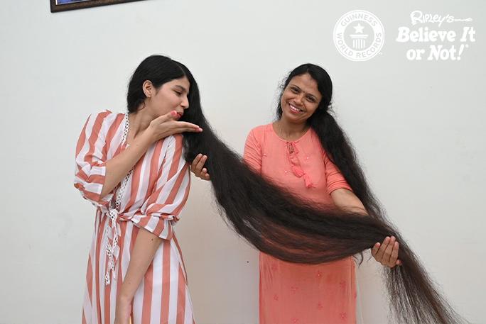 Нилаши и её мама Каминибен. Фото © Guinness World Records
