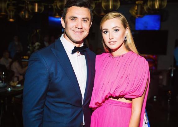 Жене 48-летнего Николая Тищенко Алле Барановской (справа) исполнилось 26 лет. Фото © Instagram / nikolaytyshchenko