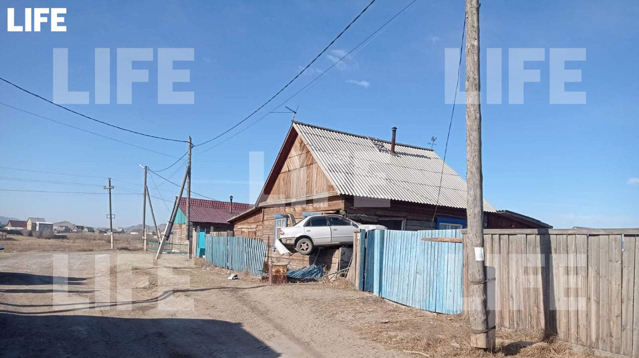 Фото с места ДТП Лайфу прислал гражданский журналист через приложение LiveCorr (доступно на Android и iOS)