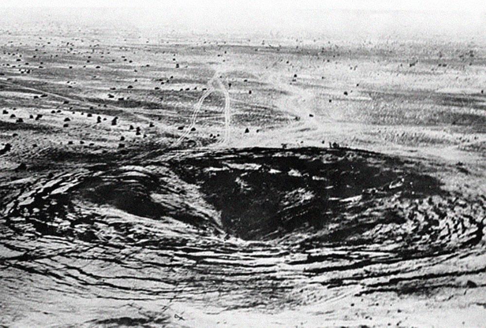 После взрыва образовалась воронка. Фото © Оренбургская политика
