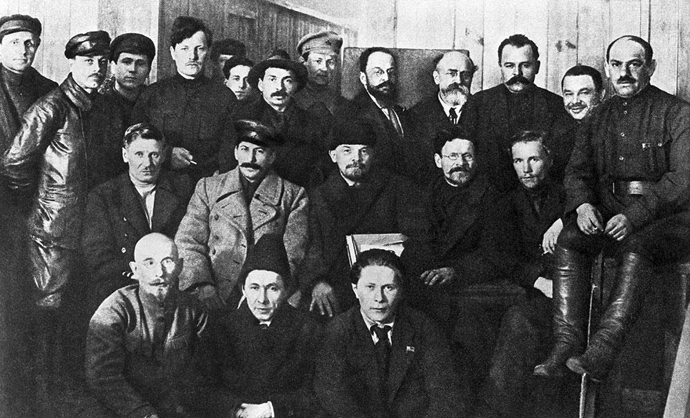 В центре (слева направо): Иосиф Сталин, Владимир Ленин и Михаил Калинин. Фото © ТАСС