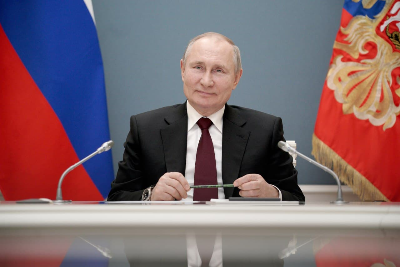 Путин: В России на первый план вышли семья, дружба и сплочённость