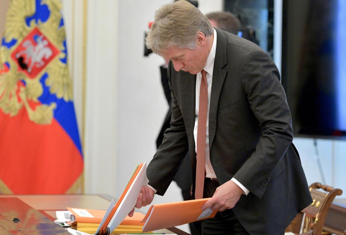 Песков назвал ситуацию вокруг российских дипломатов в Чехии истерикой