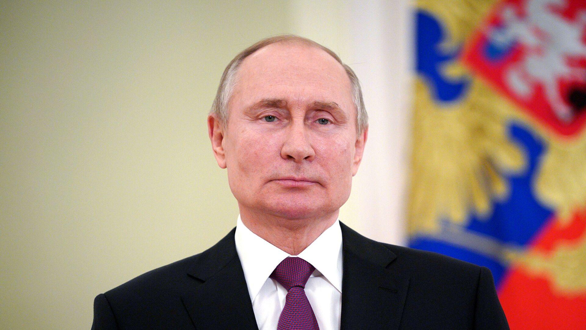 <p>Прежде всего нужно форсировать уже идущее строительство скоростной магистрали Москва— Казань. И, более того, продлить её до Екатеринбурга, завершив этот проект за три года.</p>