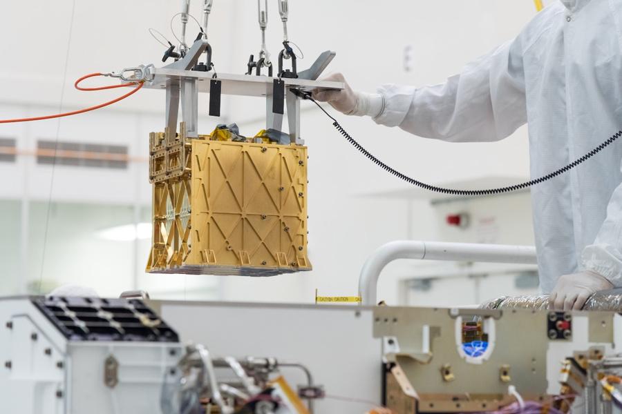 <p>Установка MOXIE. Фото © NASA</p>