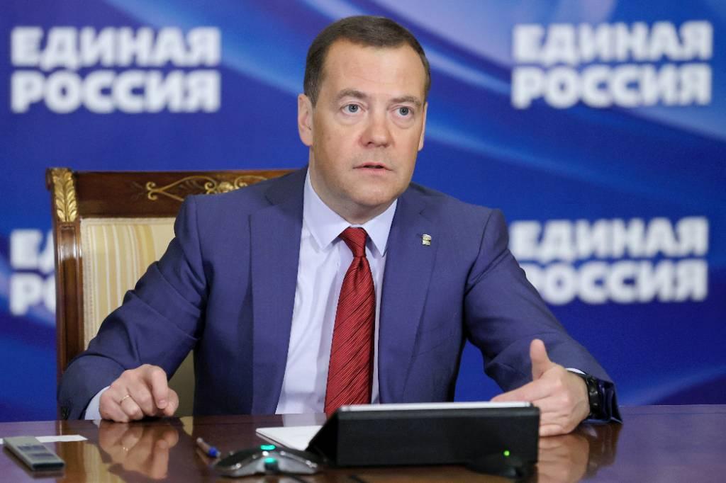 Медведев заявил, что США скатились в нестабильную внешнюю политику