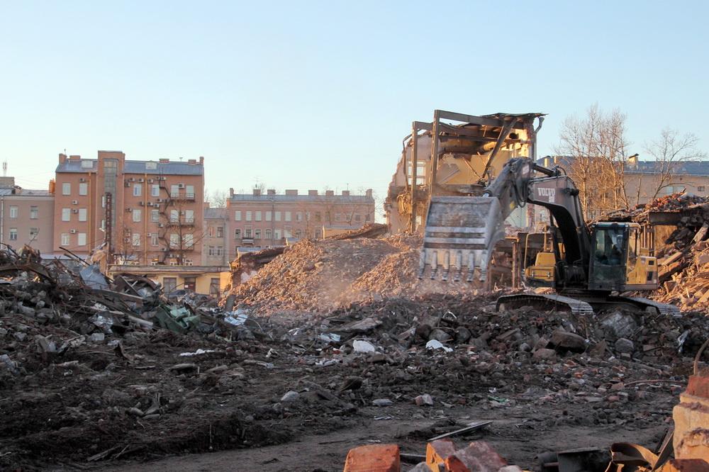 Обанкротившийся при Льве Свердлове завод снесли в 2015 году, чтобы отгрохать на его месте высотку. Фото ©kanoner.com