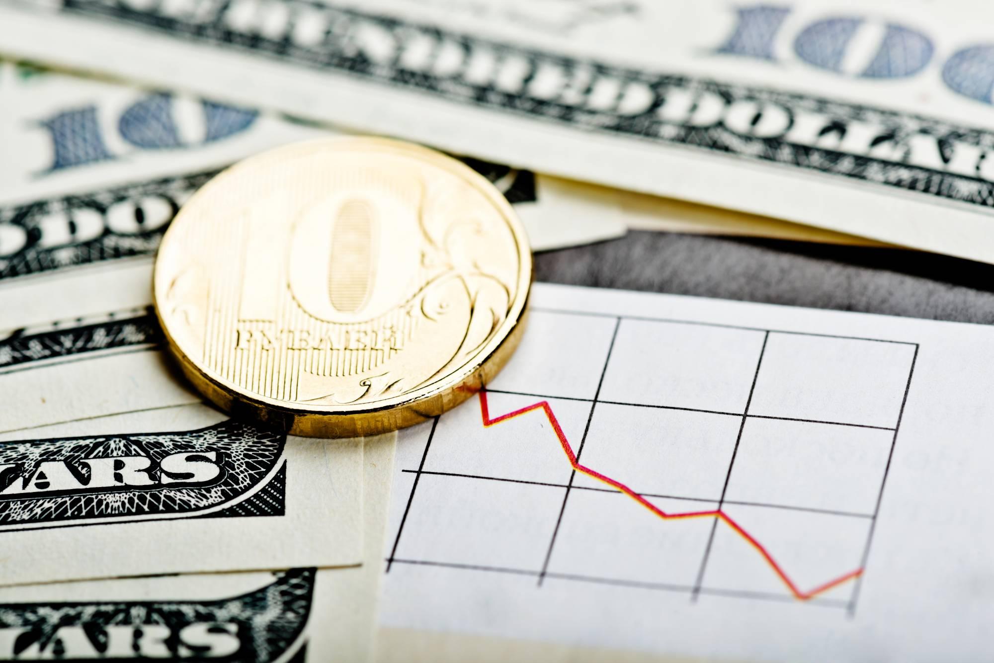 Валютный коллапс: почему после майских праздников может упасть курс доллара и что угрожает рублю