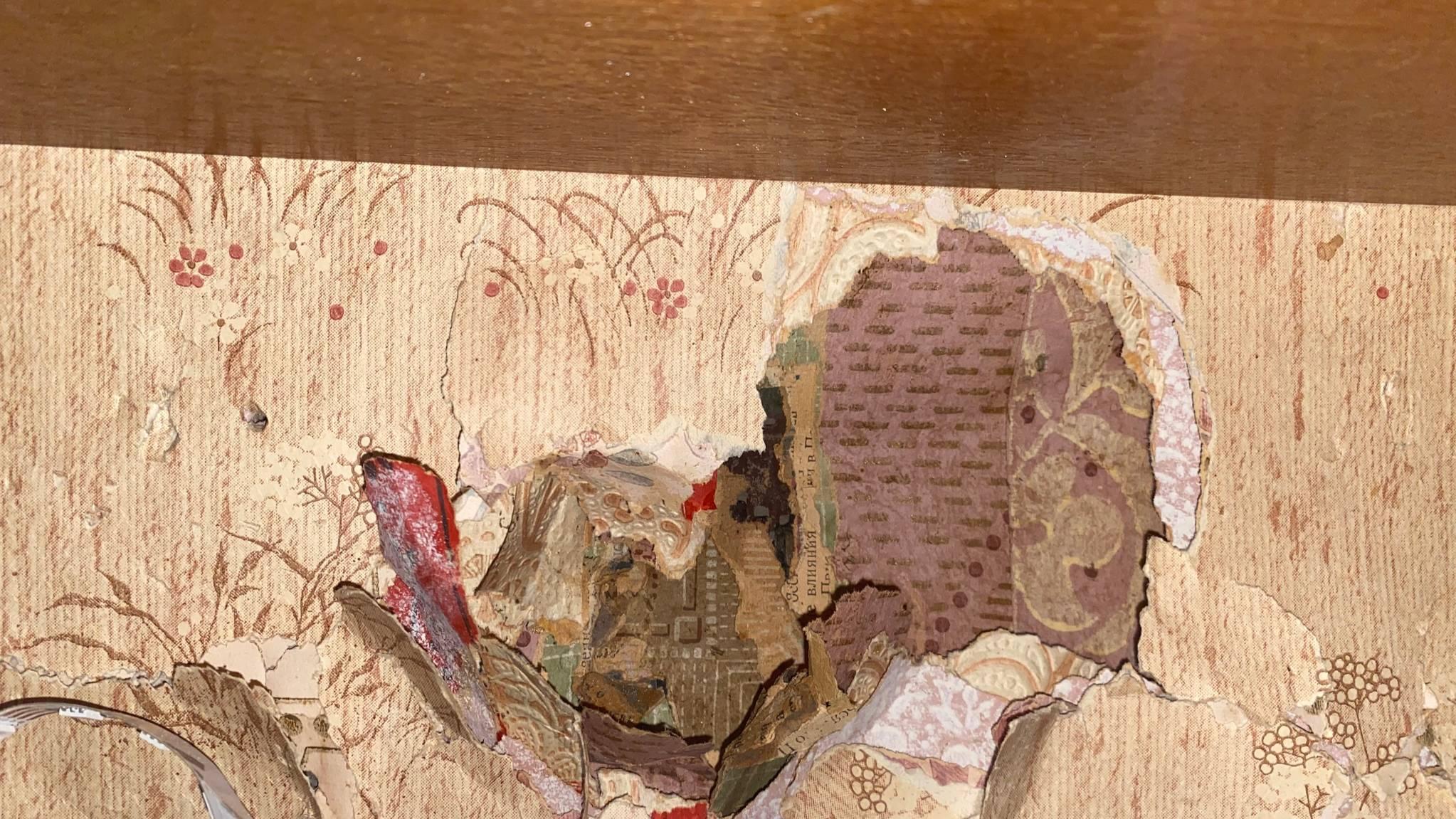 Девушка нашла портал в прошлое, сняв со стены 10 слоёв обоев, самому верхнему из которых 30 лет