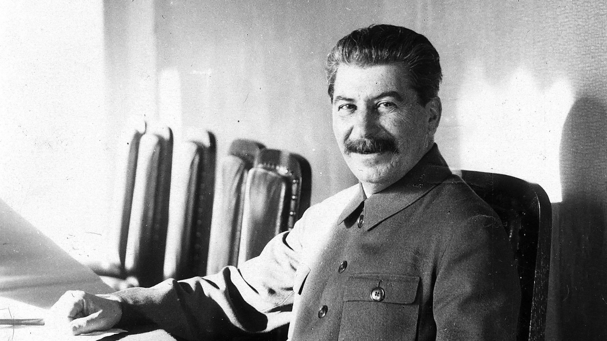 Сталин смеётся: 10 шуток от вождя народов и одна история о подарке