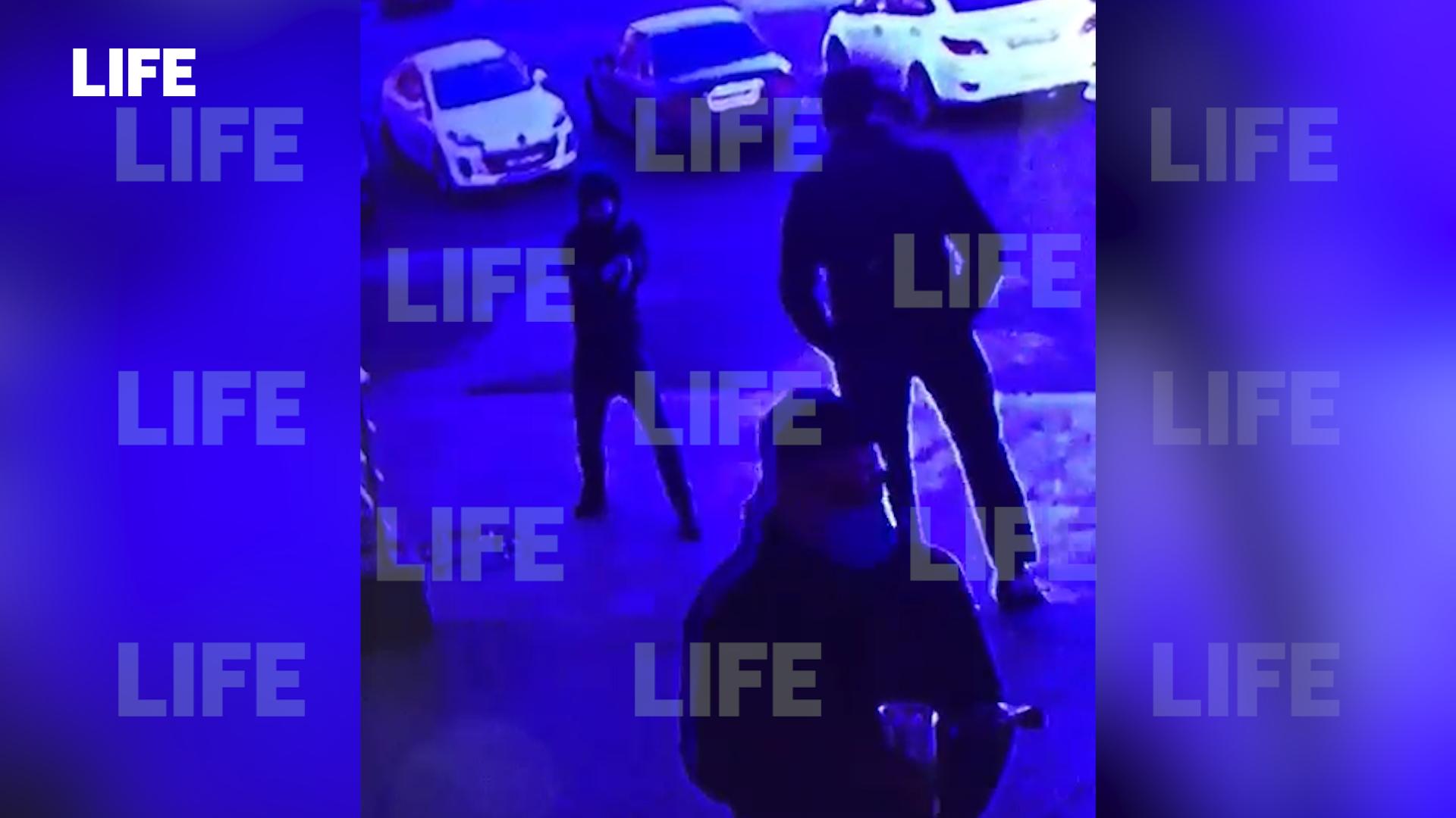 1280918386414.3591 Москвич расстрелял охранника ТЦ из травмата, не дождавшись открытия — видео