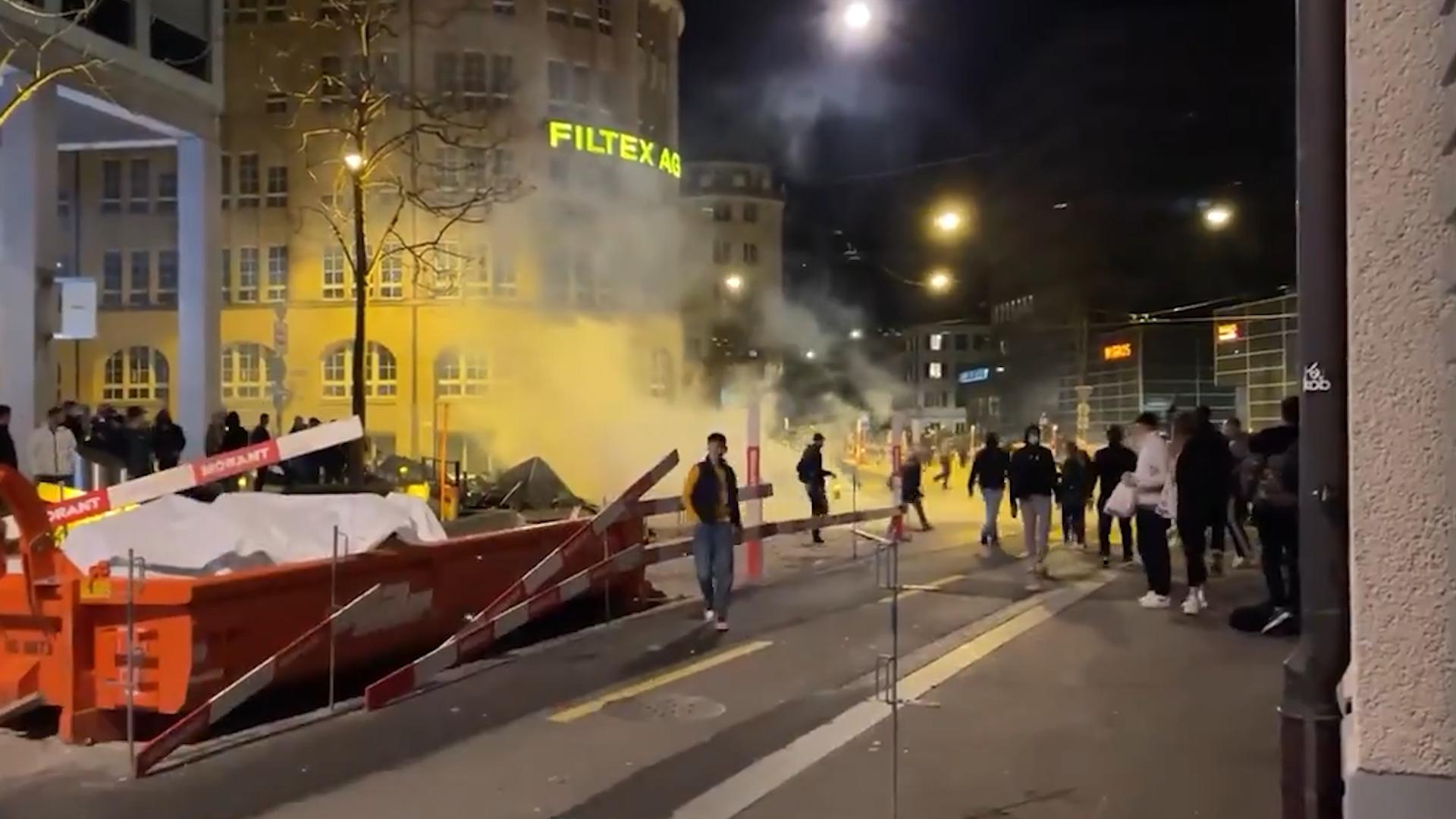 В Швейцарии из-за ковидных ограничений вспыхнули беспорядки: протестующих разогнали резиновыми пулями и слезоточивым газом