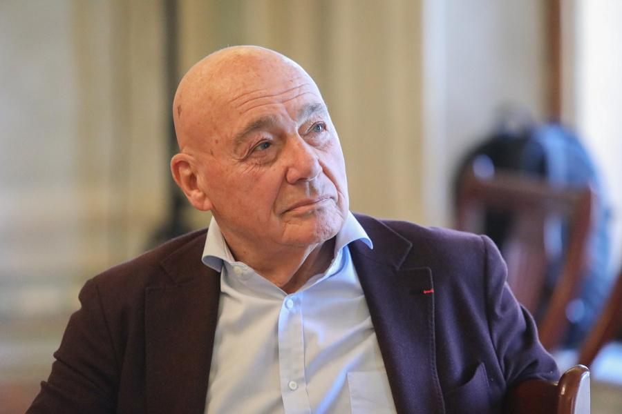 40889360217.49511 Ведущая грузинского телеканала оконфузилась в эфире и заявила, что Познеру 116 лет