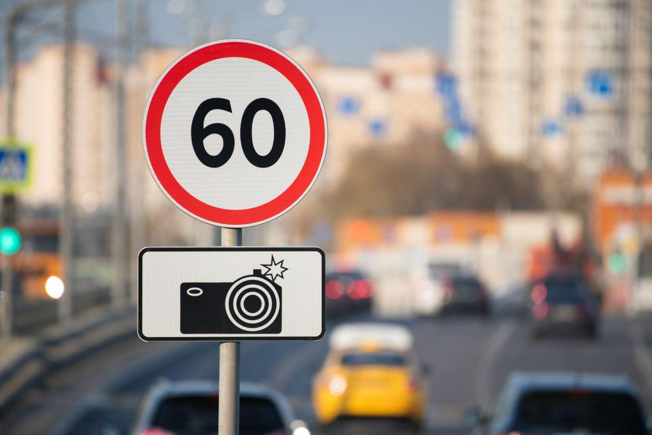 768616748034.2626 Автоюрист оценил новый способ ограничить скорость водителей: Разве Эдварда Била остановили 500 штрафов?