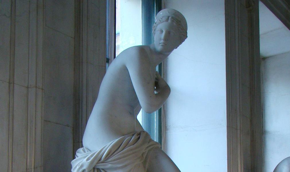 Развратное искусство: в обнажённых скульптурах Эрмитажа усмотрели угрозу для детей