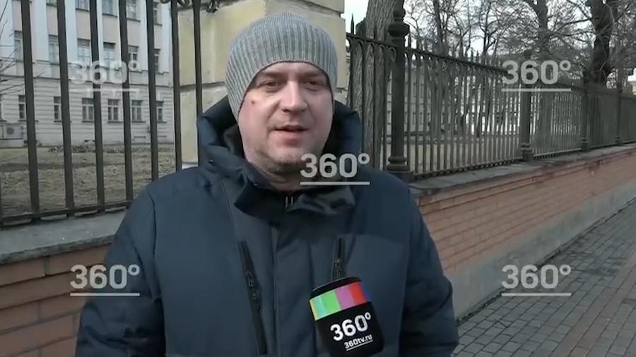"""<p>Скриншот видео ©<a href=""""https://360tv.ru/news/obschestvo/ona-vyshla-iz-komy-i-ja-vyshel-iz-komy-muzh-marii-artemovoj-rasskazal-o-pervoj-vstreche-posle-dtp-s-edvardom-bilom/"""" target=""""_blank"""" rel=""""noopener noreferrer""""> Телеканал """"360""""</a></p>"""