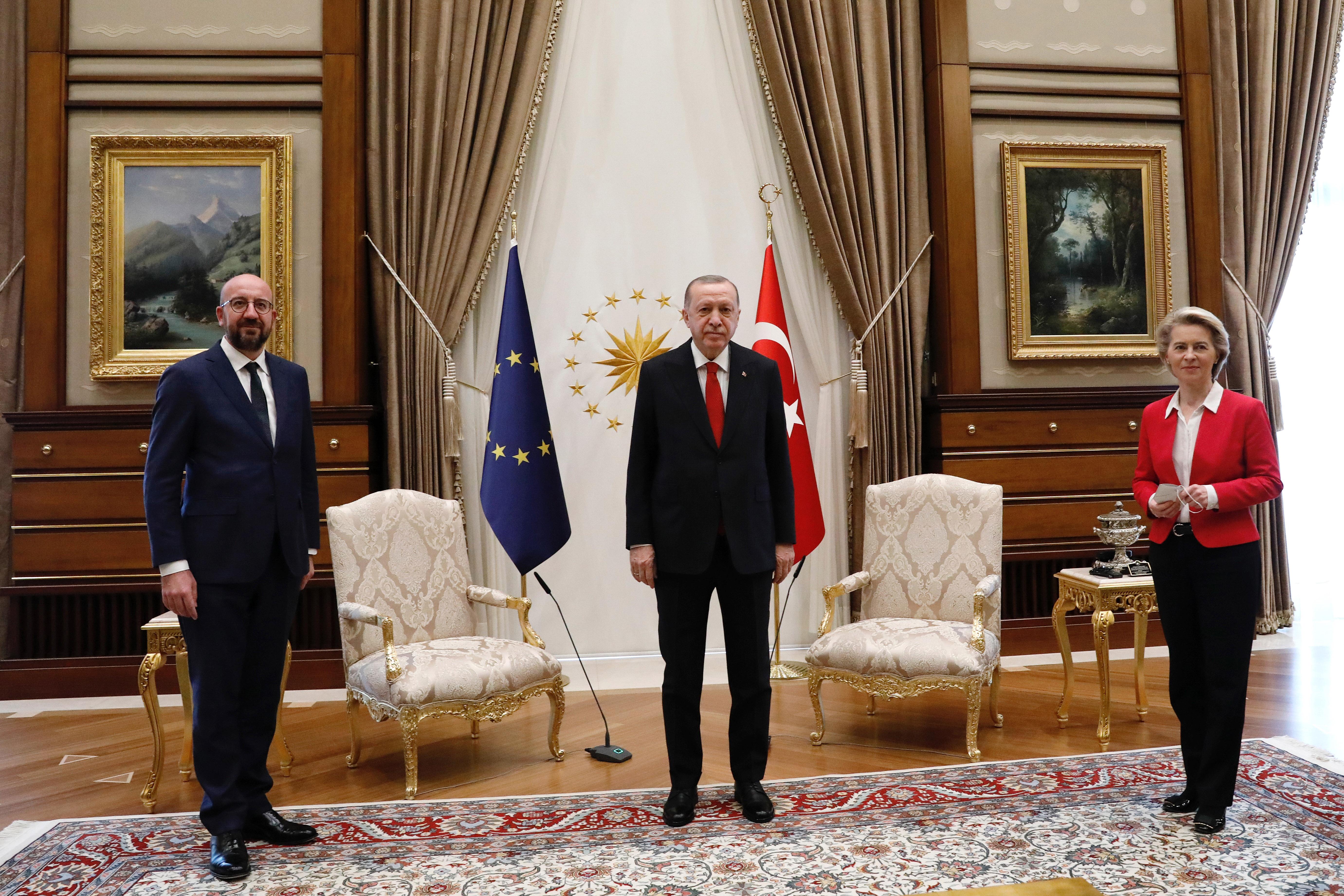 Премьер Италии назвал Эрдогана диктатором из-за униженной главы Еврокомиссии
