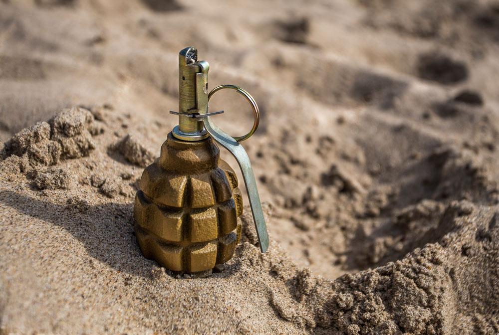 В Омске 9-летний мальчик подорвался на дедушкиной гранате, найденной в игрушках
