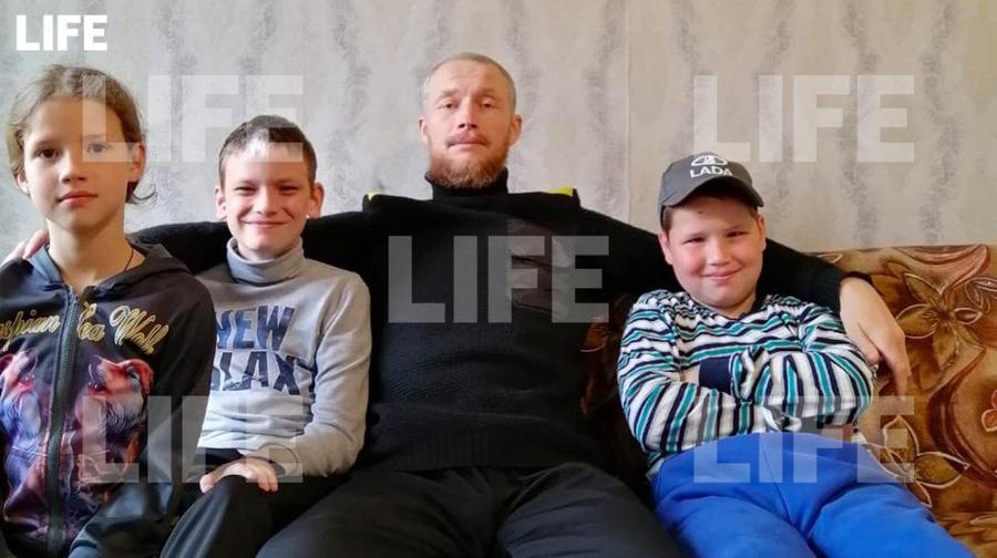 <p>Алексей Ивлев и его дети. Фото предоставлено LIFE</p>