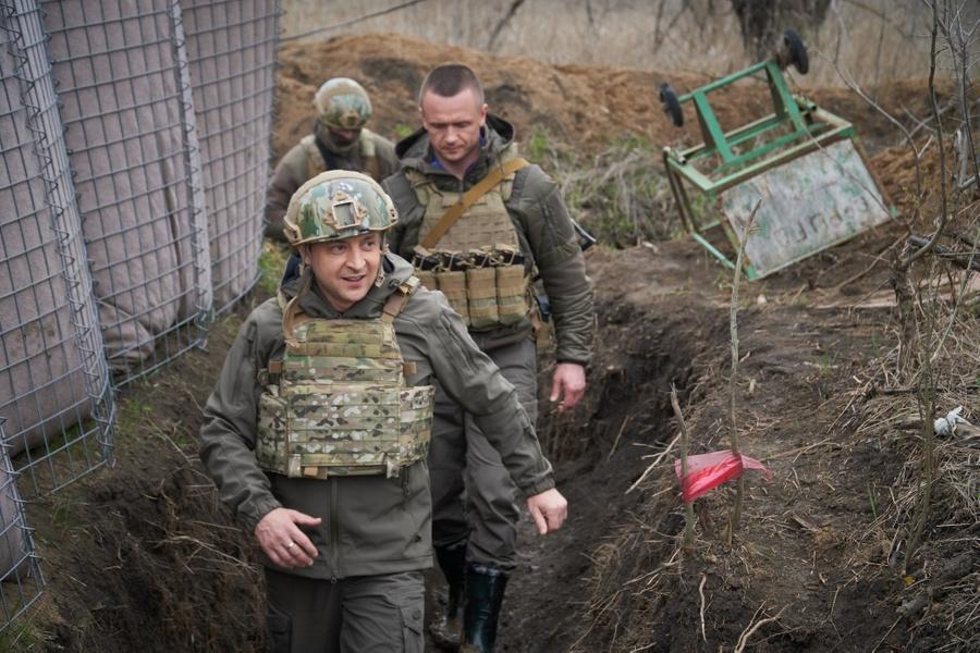 "<p>Фото © <a href=""https://www.president.gov.ua/news/prezident-proviv-drugij-den-na-donbasi-67889"" target=""_blank"" rel=""noopener noreferrer"">Сайт президента Украины</a></p>"
