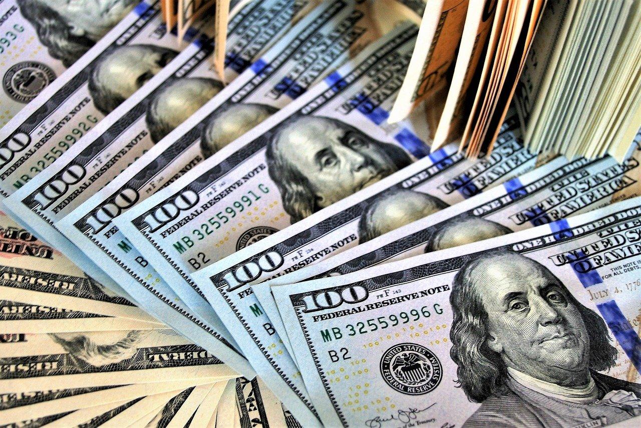 Стало известно, при каких условиях курс доллара может упасть до 50 рублей