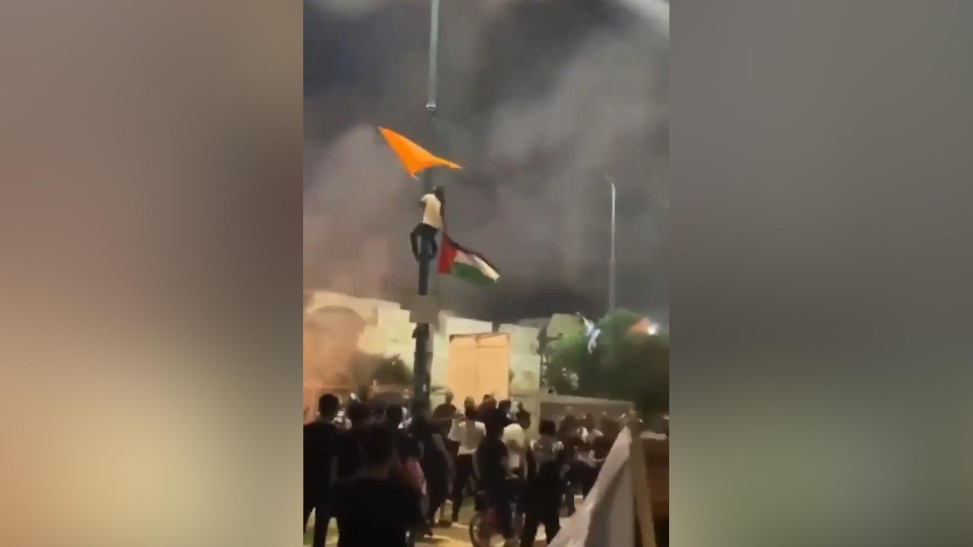 В израильском городе Лод объявили ЧП из-за столкновений между арабами и евреями